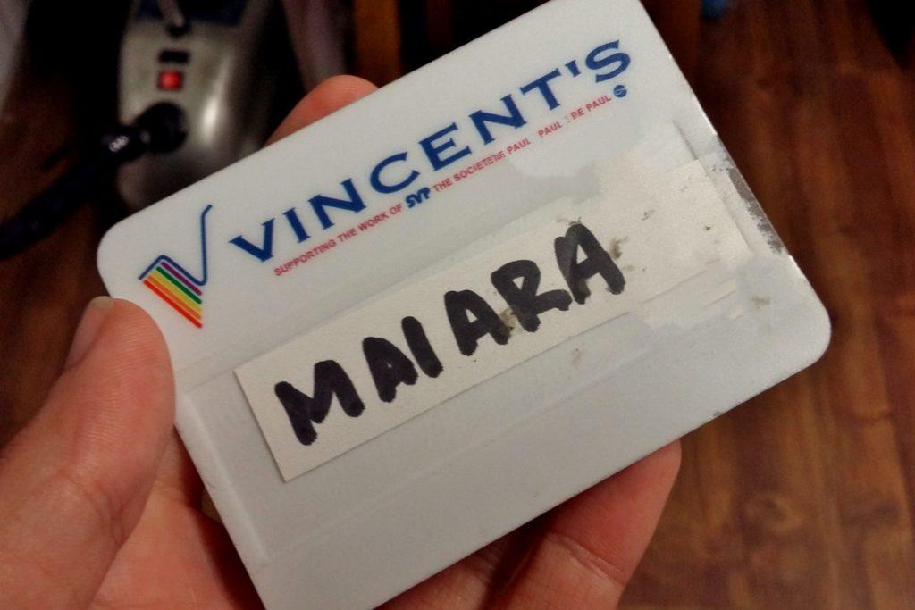 crachá de voluntários contém o logo da entidade e o nome de cada pessoa