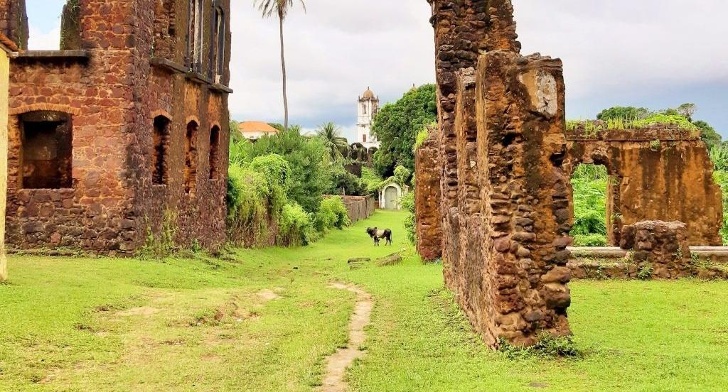 Alcântara: uma cidade em meio às ruínas cheia de cultura